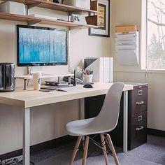 """Apple-Hardware besticht durch ihr edles Design. Kein Wunder also, dass MacBooks, Mac minis, iPhones, iPads und all die anderen Produkte """"Designed in Cupertino"""" von ihren Anwendern gerne ansprechend in Szene gesetzt werden. Und das vollkommen zu Recht: Die schönsten Schreibtische und Computer-Arbeitsplätze dieser Welt ziert Hardware von Apple. Wir haben die schönsten auf Instagram veröffentlichten Mac-Setups zusammengestellt: Von der kleinen Arbeitsecke im Ikea-Stil bis hin zum CEO-würdigen…"""