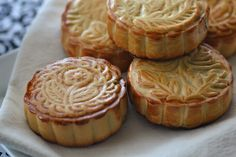 Guess who's going crazy in the kitchen again. That'd be me. This red bean filled mooncake recipe is beautiful, and SO delicious!