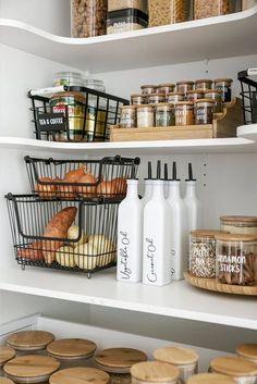 Kitchen Organization Pantry, Home Organisation, Organized Pantry, Refrigerator Organization, Organizing Ideas For Kitchen, Pantry Storage Containers, Fridge Storage, Kitchen Containers, Kitchen Pantry Design