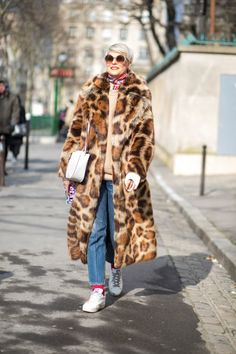The Best Street Style Looks From Paris Fashion Week Fall 2018 - Fashionista Autumn Fashion 2018, Autumn Fashion Casual, Fall Fashion Trends, Casual Fall, Teen Fashion, Latest Fashion Trends, Paris Fashion, Autumn 2018 Trends, Cheap Fashion