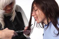 ***Tratamientos naturales para puntas abiertas en pelo seco*** Varios consejos y trucos para eliminar las puntas abiertas o partidas en cabellos secos y algunas recomendaciones para cuidar el pelo largo en la mujer. SIGUE LEYENDO EN... http://belleza.comohacerpara.com/n4201/tratamientos-naturales-para-puntas-abiertas-en-pelo-seco.html