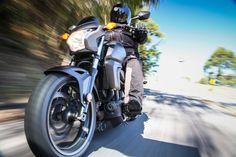 Confira no link http://carroonline.terra.com.br/motociclismoonline/galeria/honda-ctx-700n-teste uma galeria de imagens do teste com a custom Honda CTX 700N. #motociclismo #honda #custom (foto: Renato Durães Fotografia)