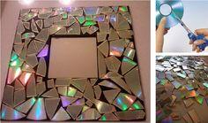 """Renueva un marco de fotos simplemente cortando los viejos cds en pequeñas piezas, usando una tijera con buen filo. Pega estos """"mosaicos"""" con silicón caliente hasta llenar toda la superficie. Puedes utilizar esta técnica para decorar cualquier objeto como macetas, espejos, mesas, cajas o lo que se te ocurra"""
