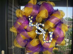 College wreath! Think of how many I can sell if I can make them for each team!!