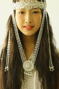 (Yakut people) Yakut girl in a headdress. Beautiful People, Beautiful Women, Beauty Around The World, Mode Boho, Folk Costume, World Cultures, Ethnic Fashion, People Around The World, Traditional Dresses
