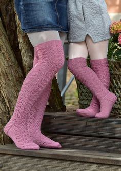 Tekstiiliteollisuus - teetee Pallas Free pattern in Finnish Thigh High Socks, Thigh Highs, Cute Socks, Boot Cuffs, Knitting Socks, Sock Shoes, Leg Warmers, Mittens, Knit Crochet