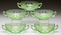Depression glass can range in value from just a few dollars to hundreds of dollars. Learn the patterns, colors and hallmarks that impact these relics. Fenton Glassware, Antique Glassware, Vintage Green Glass, Vintage Bowls, Antique Dishes, Vintage Dishes, Vaseline Glass, Glass Company, Glass Kitchen