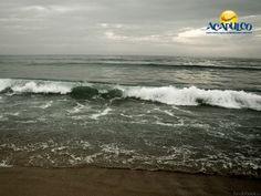 #lasmejoresplayasdemexico Formación de olas en Acapulco. LAS MEJORES PLAYAS DE MÉXICO. Las olas son ondas que se desplazan por la superficie de los líquidos como los mares y tienen diferentes movimientos que inciden sobre la práctica de numerosos deportes acuáticos por lo cual, hay que conocer y saber descifrar este fenómeno natural para poder surfear, remar, bucear o navegar con la mayor eficacia posible. Visita la página oficial de Fidetur Acapulco, para más información.