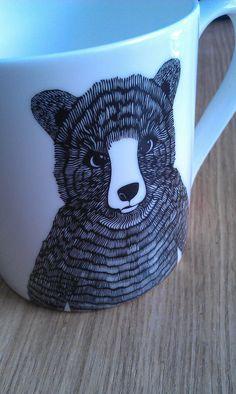 Line drawing bear mug