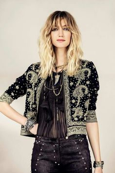 Fashion boho winter embroidered jacket new ideas Look Fashion, Autumn Fashion, Fashion Outfits, Fashion Tips, Fashion Design, Fashion Trends, Bohemian Winter Fashion, Fashion Ideas, 90s Fashion
