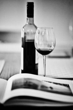 Libri, fotografia, vino rosso