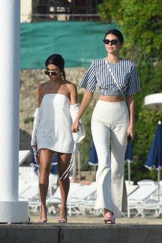 Kendall Updates @kendallkeek  May 24  More   5/23/17: Kendall and Kourtney leaving Belles Rives in Antibes.  http://kendallkeek.com
