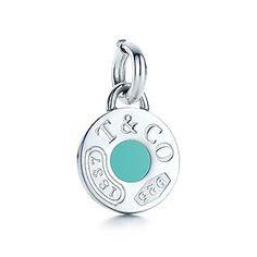 Dije circular Tiffany 1837™ con esmaltado Azul Tiffany en plata fina.
