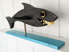 Shark I made Woodworking Projects For Kids, Wood Projects, Sea Sculpture, Sculptures, Cartoon Fish, Wood Fish, Wood Scraps, Crafts To Make And Sell, Wood Creations