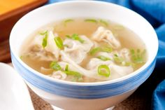 La soupe aux raviolis chinois...La fameuse soupe Won ton maison - Recettes - Recettes simples et géniales! - Ma Fourchette - Délicieuses recettes de cuisine, astuces culinaires et plus encore!