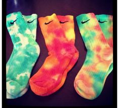 I am definitely tye-dyeing some white nike socks!!✔️