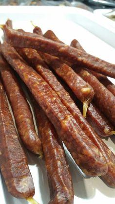 Cabanossi Homemade Sausage Recipes, Smoked Meat Recipes, Jerky Recipes, Wine Recipes, Bacon Sausage, Biltong, Smoking Recipes, South African Recipes, Carne