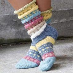 Norwegian knitting idea for pretty socks Tutti Frutti sokken. Norwegian knitting idea for pretty socks - Knitting 2019 trend Crochet Socks, Knitting Socks, Hand Knitting, Knitting Patterns, Knit Crochet, Crochet Patterns, Vogue Knitting, Knitted Gloves, Knitted Bags