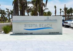 A Shore Thing - Key Largo; by Beachside Management 1 king and 1 sleeper sofa - sleeps 4 #siestakey #siestakeybeach #siestakeyrentals #sarasotarentals