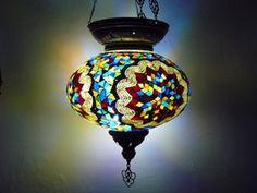 www.laboticamilagrosa.com.ar Mosaic Art, Lanterns, Christmas Bulbs, Lighting, Holiday Decor, Home Decor, Recycled Materials, Turkish Lamps, Chandeliers