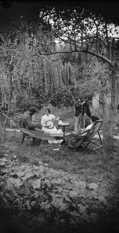 """Group in the garden of William and Lydia Williams, Carlyle Street, Napier,"" ca. a stereographic image by William Williams, via the Na. Vintage Pictures, Old Pictures, Vintage Images, Old Photos, Victorian Life, Victorian Photos, Victorian Street, Victorian Gardens, Victorian Fashion"