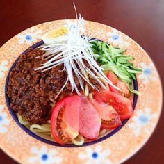 学校始まったけど、午前授業の子供…´д` ;  でも、お弁当よりはましかな(<_<)  Sho-koさん、美味しかったです。自分で作ると肉味噌足りな〜い!ってことにならないのが良いですねごちそうさまでした - 122件のもぐもぐ - 今日は暑さぶり返しにつき〜Sho-ko❤さんの料理 Today Lunch is 簡単❗中華街の炸醤麺(肉味噌ジャージャー麺) by happyhana