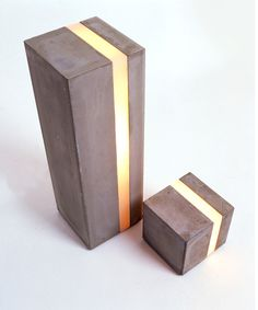 Elegant concrete or metal lamp. Awesome with LED light. Concrete Light, Concrete Art, Concrete Projects, Concrete Design, Concrete Column, Concrete Planters, Polished Concrete, Concrete Floors, Cool Lighting