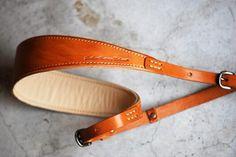 ROBERU Nume leather camera strap (for single-lens reflex) backing Yes - ROBERU