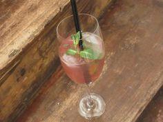 MaritiMo - bestehend aus Cranberrysirup und Perlwein. Einfach klassisch gut!