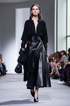Mr. Kors's fall collection. Punk Fashion, Live Fashion, Fashion 2017, Couture Fashion, New Fashion, Runway Fashion, Fashion Show, Fashion Outfits, Womens Fashion