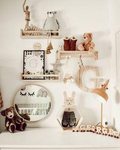 Voor nog geen 4 euro koop je deze kruidenrekjes bij IKEA en dit kan je er allemaal mee! - Pagina 7 van 11 - Zelfmaak ideetjes Ikea Nursery, Nursery Shelves, Nursery Room, Girl Nursery, Kids Bedroom, Nursery Decor, Nursery Ideas, Baby Room Shelves, Trendy Bedroom