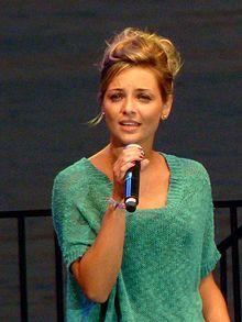 Priscilla Betti, de son vrai nom Préscillia Betti, est une chanteuse et une actrice française née le 2 août 1989 à Nice dans les Alpes-Maritimes.  En musique, elle est connue pour ses tubes Quand je serai jeune, Cette vie nouvelle, Regarde-moi (teste-moi, déteste-moi), Tchouk tchouk music, Toujours pas d'amour et Bric à brac.  Elle est aussi connue en tant que comedienne pour avoir joué le rôle de Tina Ravel dans la série télévisée musicale Chante ! de 2008 à 2011