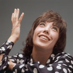 """""""Lily"""" Tomlin (born September is an American actress, comedian, writer, singer, and producer. Stand Up Comedy Videos, Ladies Who Lunch, Jane Fonda, Women In History, Celebs, Celebrities, Funny People, Celebrity Pictures, Me As A Girlfriend"""