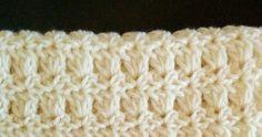 かぎ針編みのプリムローズステッチという簡単な模様編みで編むスヌードの編み方を写真と編み図で紹介しているページです。 Knitting Patterns, Shawl, Knit Crochet, Blanket, Handmade, Stitches, Crochet Gloves, Amigurumi, Knit Patterns