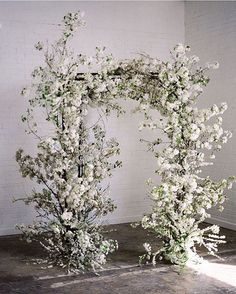 Holy #weddinginspiration... We love love love this flower arch! …