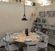 Raval (BCN). C. Carretes, 18 (només per anar a sopar?) Bistro Restaurant, Cafe Bistro, Barcelona, Dining Room, Dining Table, Cafe Interior, Places To Eat, Muse, Commercial