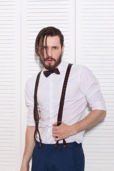 Elegance Bow-Tie Classic - 295 грн.  Elegance Suspenders - 650 грн. Бесплатная доставка на отделение Новой почты. Для заказа пишите сюда - MAIL@SKINANDBONES.COM.UA.  Кожаная бабочка Elegance Bow-Tie Classic - отлично подойдет уверенному в себе мужчине, а также его соблазнительной спутнице.  #skinandbones #man #woman #handmade #leather #bowtie #collar #wallet #suspenders #exclusive