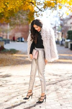 These sequin pants would be a fun and classy New Years Eve outfit. I love the pairing with a simple black top because it's perfect for accessorizing with some fine jewelry. Holiday Party Outfit, Holiday Outfits, Trendy Outfits, Winter Outfits, Legging Outfits, Sequin Leggings, Winter Stil, New Years Eve Outfits, Cold Weather Outfits