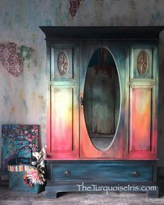 old furniture makeover Funky Painted Furniture, Funky Furniture, Refurbished Furniture, Paint Furniture, Repurposed Furniture, Furniture Projects, Furniture Makeover, Furniture Decor, Furniture Stores