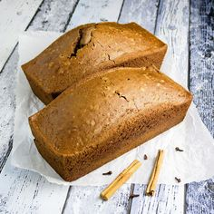 Quick easy and delicious: old fashioned gingerbread loaf with ginger cinnamon cloves nutmeg and cardamom. (in Dutch) Dutch Recipes, Baking Recipes, Cookie Recipes, Yummy Cookies, Cake Cookies, Sandwiches, Ginger And Cinnamon, Honey Cake, Bread Baking