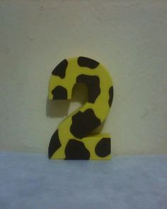 Número 3d Temático Tema: Girafa Altura: 20 cm Com seu material 7.00 R$ cada. Com meu material 10.00 R$ cada.