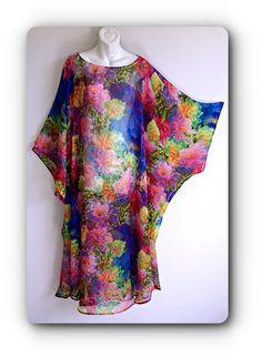 hand made one of kind silk kaftan handgemachter einzigartiger Seidenkaftan Abaya Designs, Silk Kurti Designs, African Fashion Dresses, African Dress, Fashion Outfits, Womens Fashion, Abaya Mode, Mode Hijab, Silk Kaftan