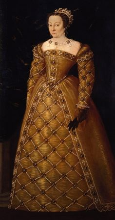 Catherine de Medici by the Donna Al Potere' exhibition in Florence. Very large beadwork, since she married into a French family, I wonder whether this is more French or Italian influenced. Costume Renaissance, Mode Renaissance, Renaissance Portraits, Renaissance Fashion, Italian Renaissance, 16th Century Clothing, 16th Century Fashion, Historical Women, Historical Clothing