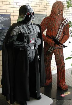 Lego Darth Vader and Chewbacca Star Wars Lego Star Wars, Star Trek, Life Size Legos, Minifigures Lego, Modele Lego, Construction Lego, Lego Sculptures, Amazing Lego Creations, Lego Boards