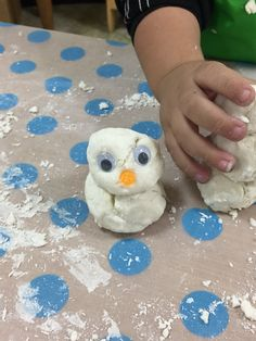 snowman made of baking soda and conditioner