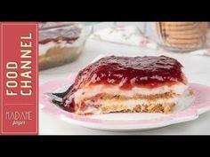 """Τεράστιος γλυκατζής ο μπαμπάς μου, ίσως γι'αυτό και να είναι τόσο γλυκός άνθρωπος. Όταν είδε το λαχταριστό γλυκό ψυγείου με το μπισκότο, την κρέμα γιαουρτιού και τη μαρμελάδα φράουλα, το """"ίσιωσε"""" για τα καλά. Greek Desserts, Greek Recipes, No Bake Desserts, Dessert Recipes, Greek Pastries, Greece Food, Butter Salmon, Greek Dishes, Frozen Treats"""
