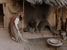 Free Bible images of the Christmas story: An angel visits Mary. (Luke 1:26-38): Slide 1