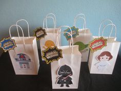Star Wars goody bags would be perfect for a Star Wars birthday party or party theme.  You will receive: (1) Set of 10 Star Wars goodies Bags with