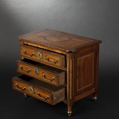 Miniature chest of drawers, late 18th century - furniture #expertissim #antiques