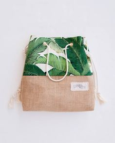 Palm Leaf Print Burlap Bottom Beach Bag / Green Tote A jute bottomed beach bag dressed up in one of our favorite palm leaf prints. It has a wonderful, bright, retro vibe and makes me think of Palm Springs in the 60s. The big green palm print feels super fresh and ready for sunny